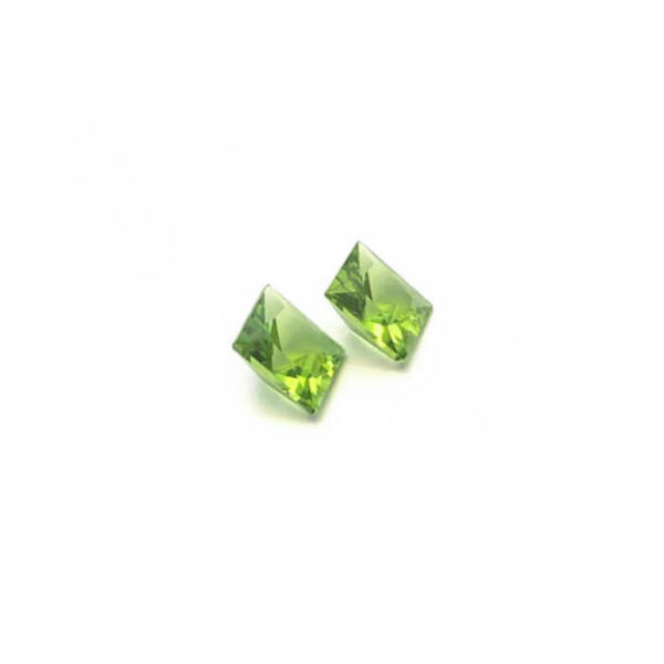 peridot-facettiert-8mm-carre-5ct-in-gruen-0479b