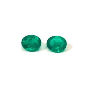 Smaragd-grün-oval