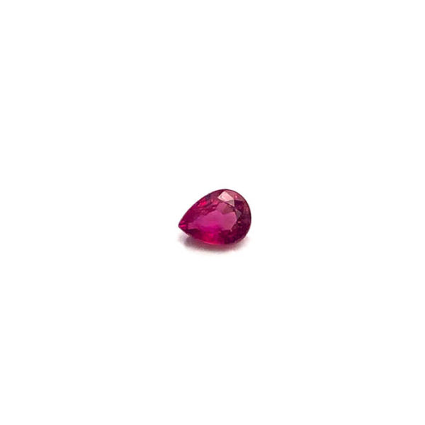 rubin-facettiert-6mmx4mm-tropfen-1ct-in-rot-0279b